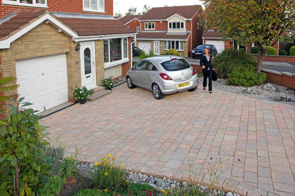 laying a block paved driveway